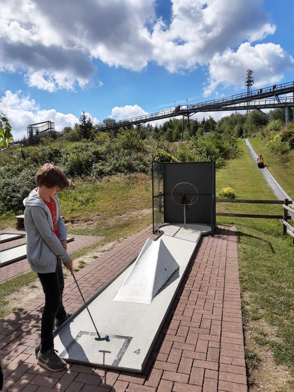erlebnisberg kappe sauerland minigolf mit panoramabruecke