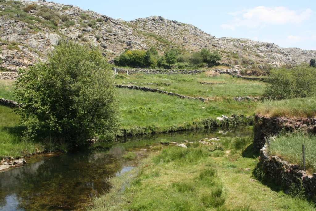 arouca wandern landschaft mit bach