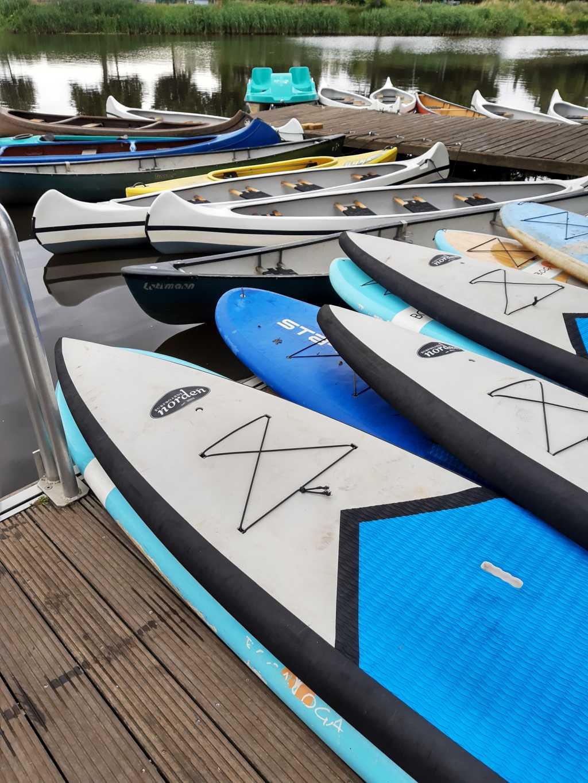 stade sup boards kanus tretboot