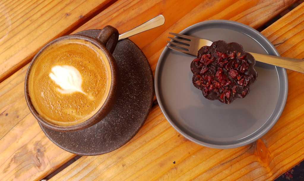 flat white café aivilo