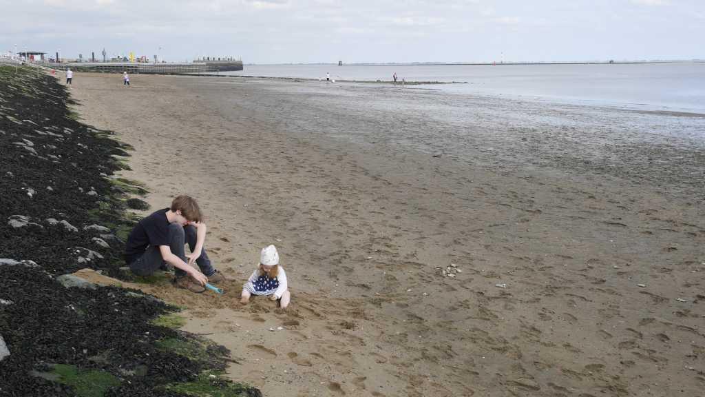 wilhelmshaven südstrand mit kleinkind